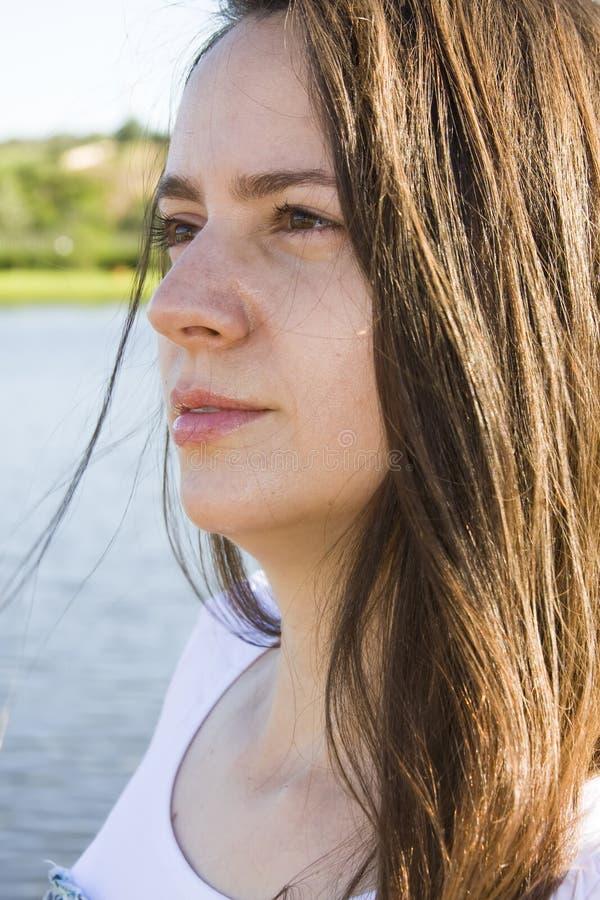 Download Ritratto di bella donna immagine stock. Immagine di acqua - 7301113