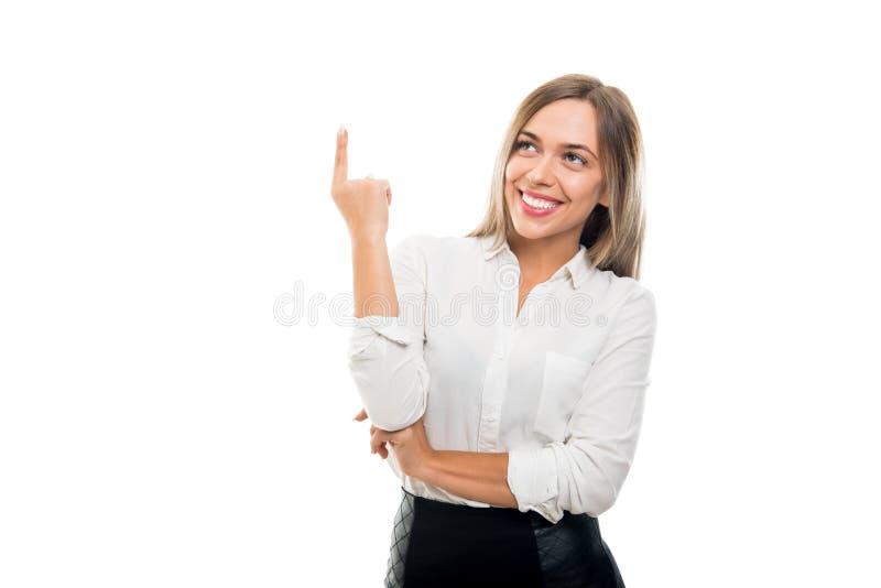 Ritratto di bella donna di affari che gesturing buona idea fotografie stock