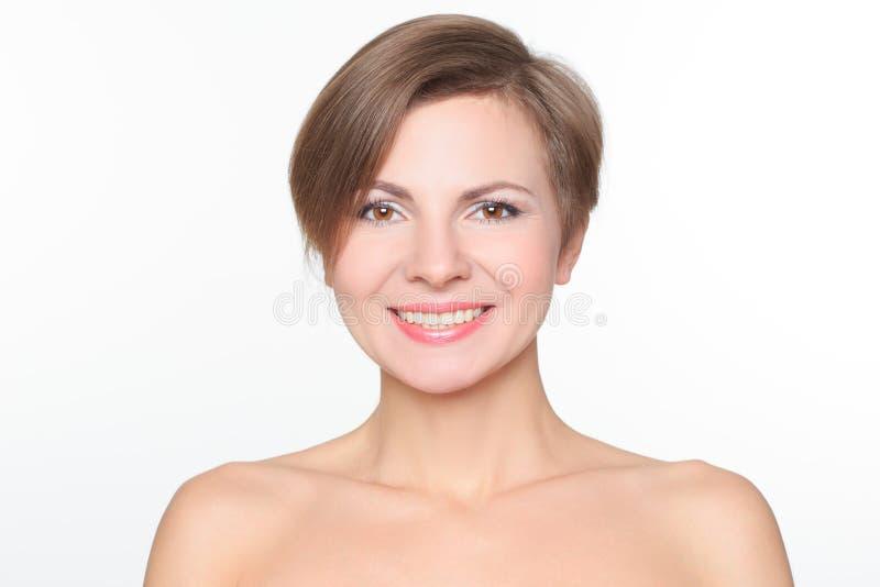 Ritratto di bella donna con le spalle nude immagine stock