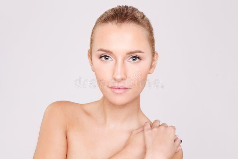 Ritratto di bella donna con pelle perfetta Skincare salone fotografia stock