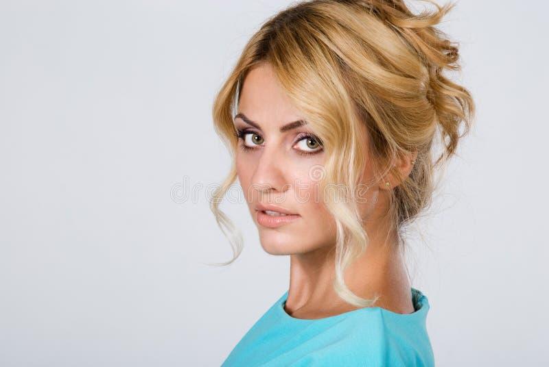 Ritratto di bella donna con pelle pulita isolata immagini stock