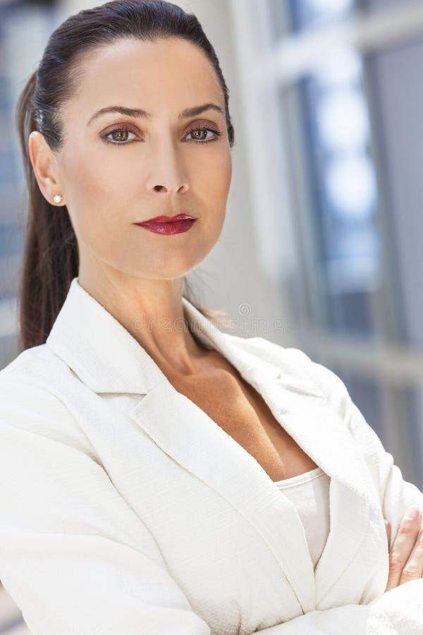 Ritratto di bella donna o donna di affari fotografia stock