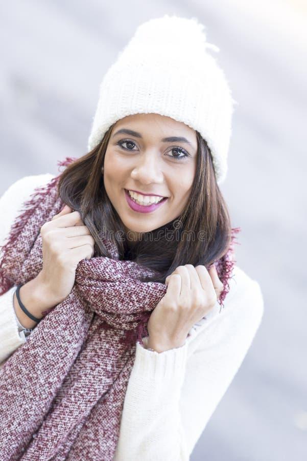 Ritratto di bella donna, stile del primo piano di inverno fotografia stock