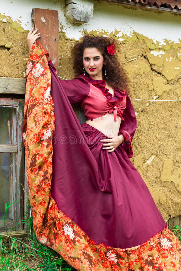 Ritratto di bella donna zingaresca fotografia stock libera da diritti
