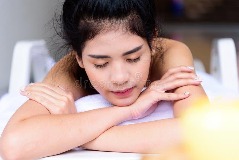 Ritratto di bella gente asiatica con la fine sulla vista e sulla fine fotografia stock libera da diritti