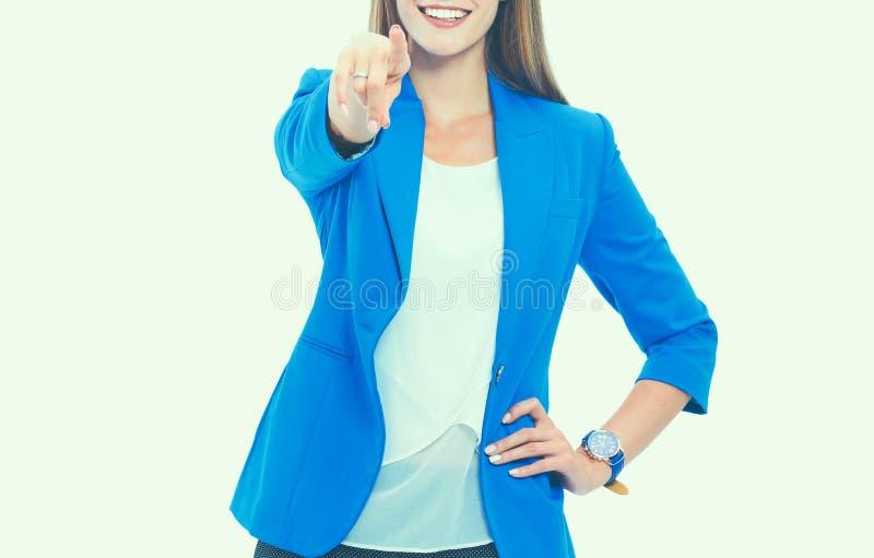 Ritratto di bella giovane donna che indica voi, isolato su fondo bianco fotografie stock