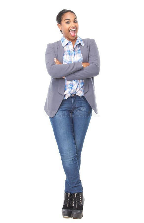 Ritratto di bella giovane donna con l'espressione felice fotografia stock libera da diritti