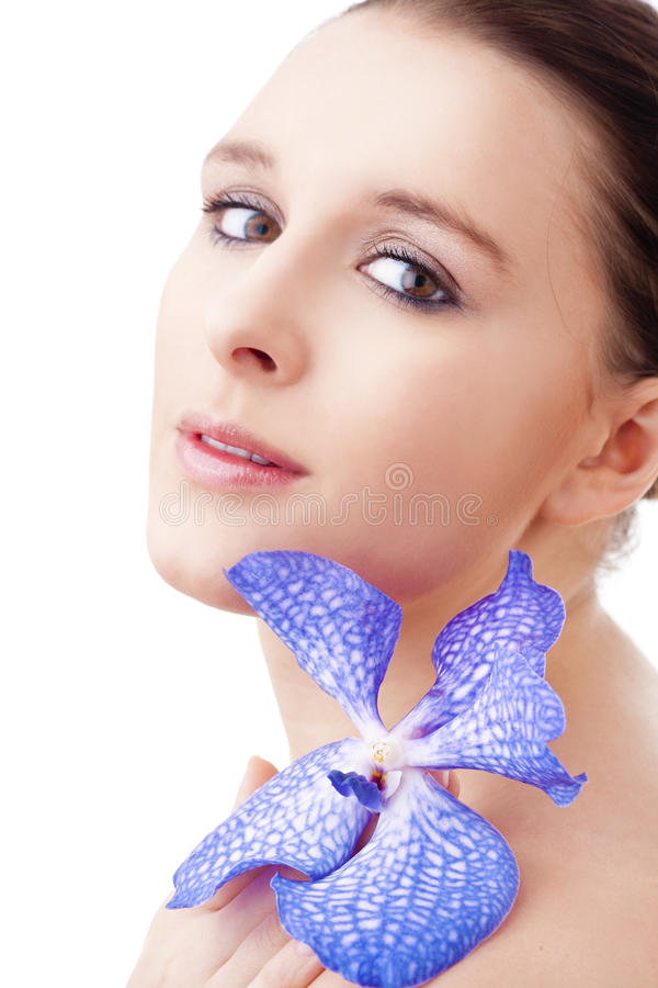 Ritratto di bella giovane donna con l'orchidea immagini stock libere da diritti