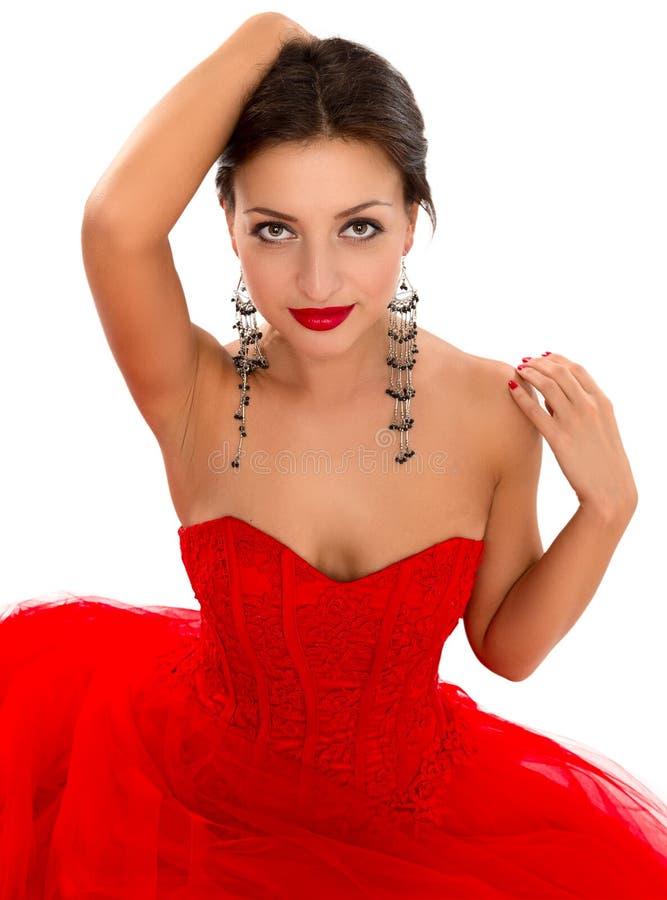Ritratto di bella giovane donna in un vestito rosso immagine stock libera da diritti