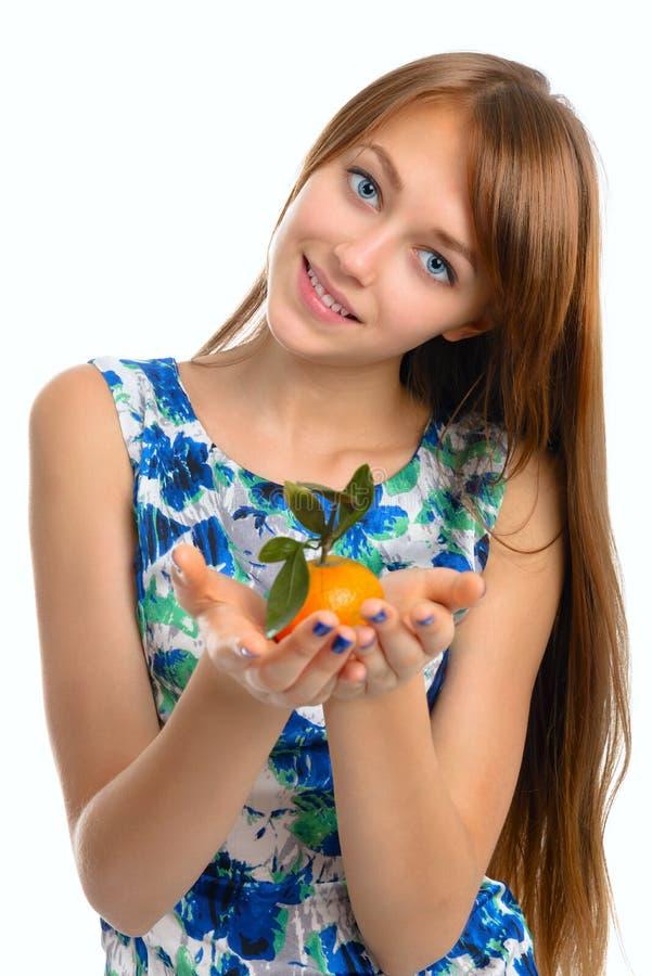 Ritratto di bella giovane ragazza sorridente fotografia stock libera da diritti