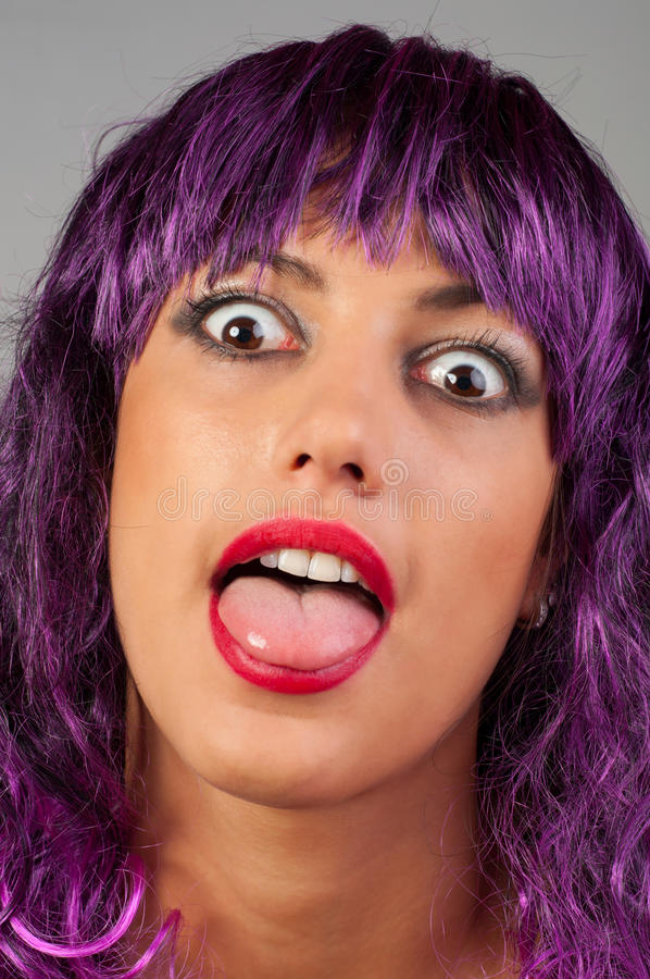 Ritratto di bella ragazza alla moda che fa fronte fotografia stock libera da diritti