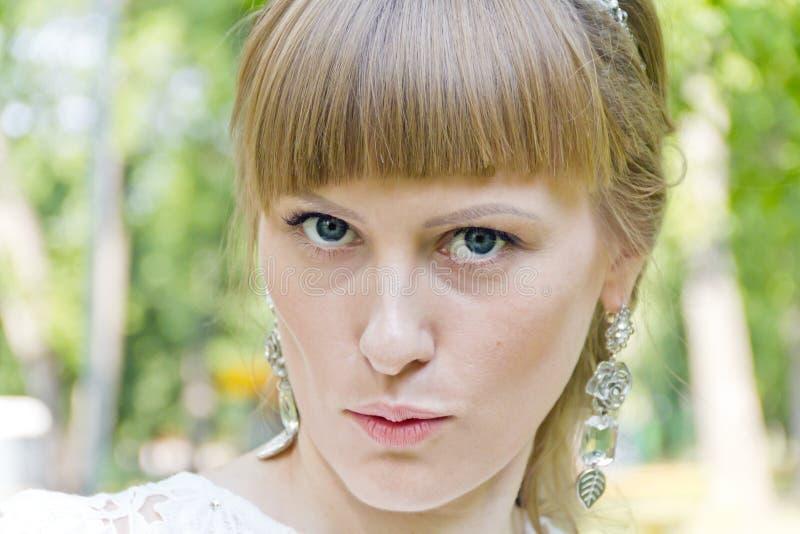 Ritratto di bella ragazza bionda fotografie stock