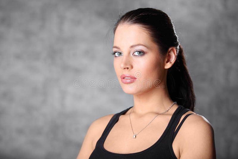 Ritratto di bella ragazza del brunette fotografia stock