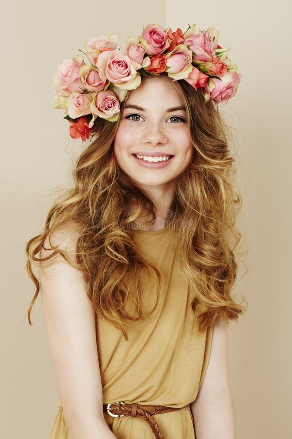 Ritratto di bella ragazza di fiore fotografie stock libere da diritti