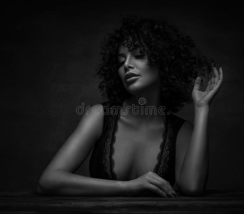 ritratto di bella ragazza sensuale fotografia stock