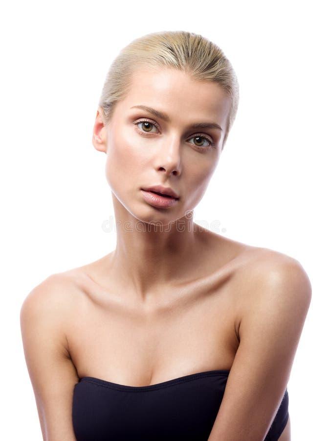 Ritratto di bellezza di bella giovane donna isolato su fondo bianco Pelle perfetta immagine stock