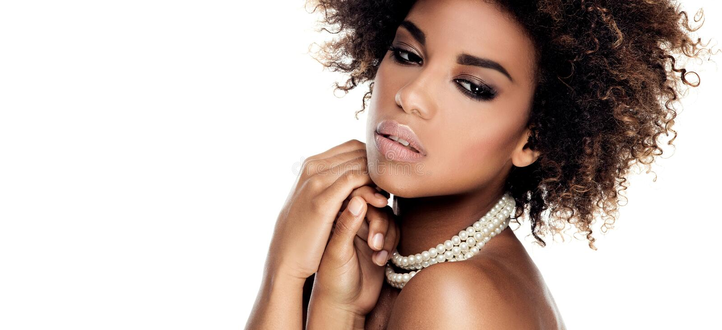 Ritratto di bellezza della donna afroamericana elegante fotografie stock libere da diritti