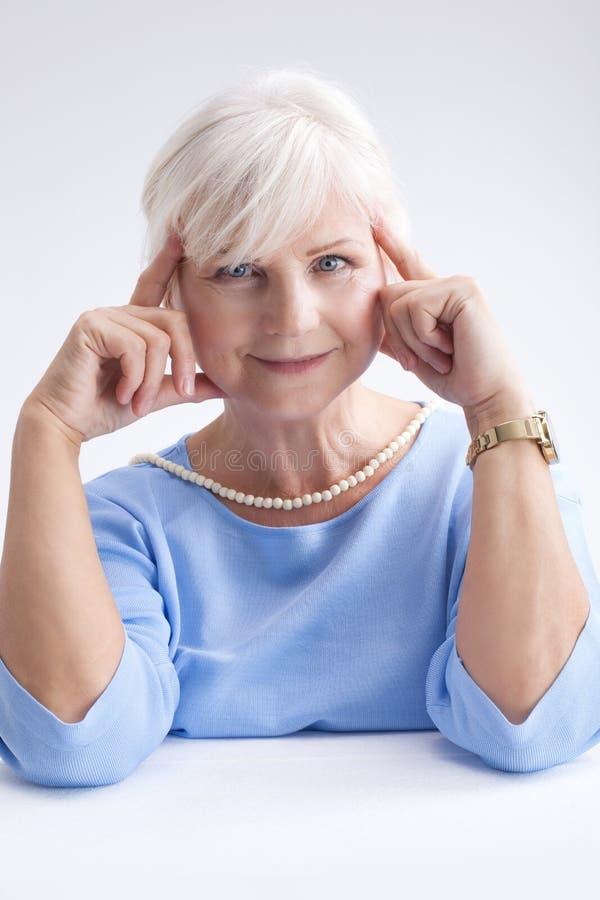 Ritratto di bellezza della donna senior elegante fotografie stock