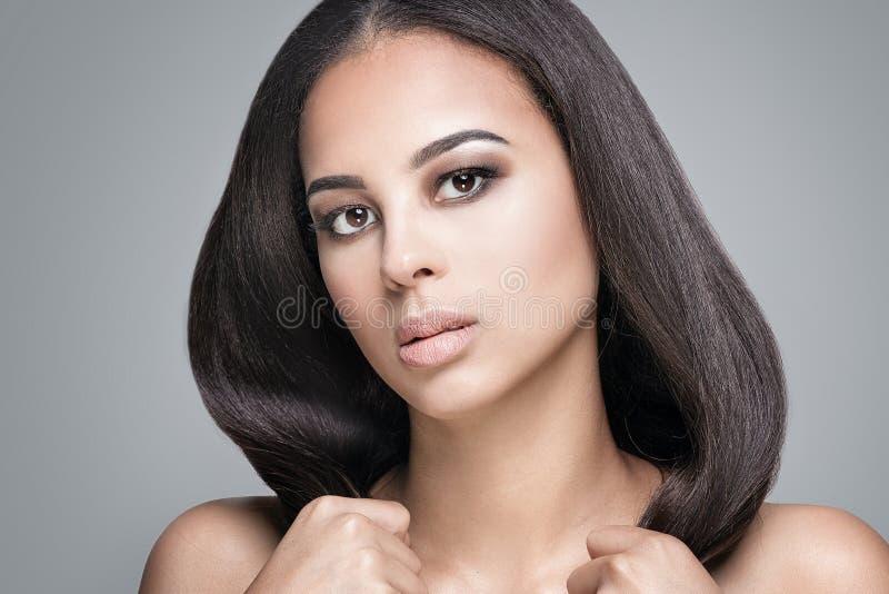 Ritratto di bellezza della ragazza naturale africana immagini stock libere da diritti