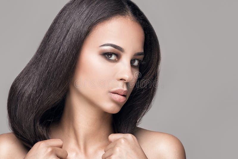 Ritratto di bellezza della ragazza naturale africana immagine stock libera da diritti