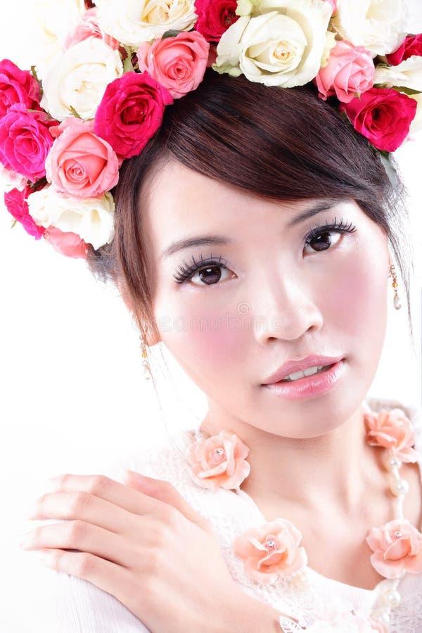 Ritratto di bellezza della sposa con le rose immagini stock libere da diritti