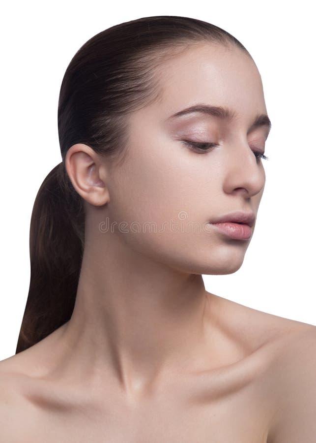 Ritratto di bellezza di bella giovane donna fresca allegra Isolato su priorità bassa bianca immagini stock