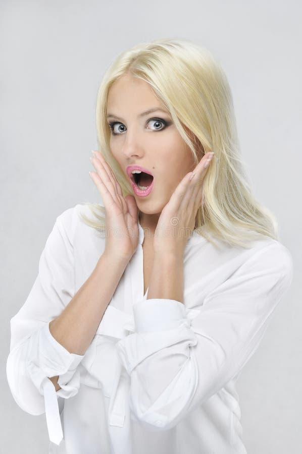 Ritratto di bellezza di giovane donna bionda attraente immagini stock libere da diritti