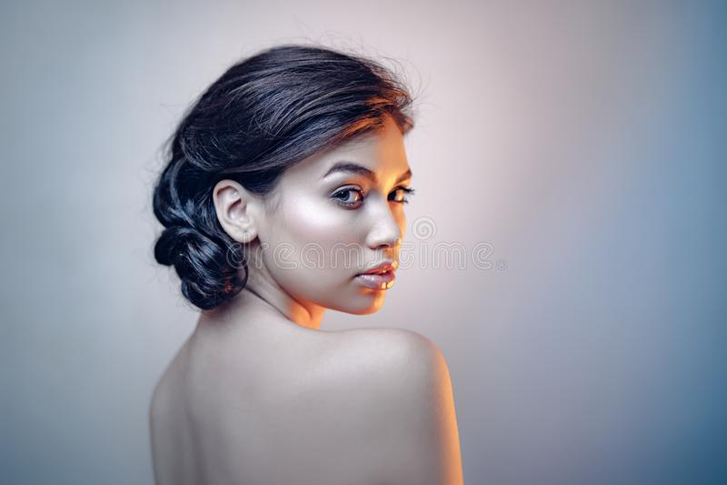Ritratto di bellezza di giovane modello espressivo fotografie stock