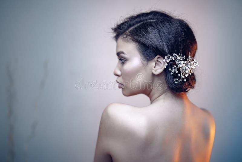 Ritratto di bellezza di giovane modello espressivo fotografia stock libera da diritti