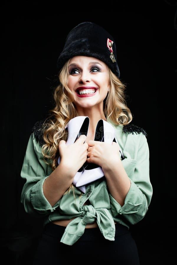 Ritratto di bellezza di giovane soldato felice della donna immagine stock libera da diritti