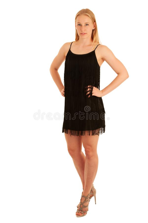 Ritratto di bellezza di una donna bionda sveglia nei brevi dres neri di estate fotografia stock