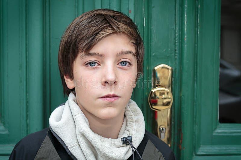 Ritratto di bello adolescente fotografia stock libera da diritti