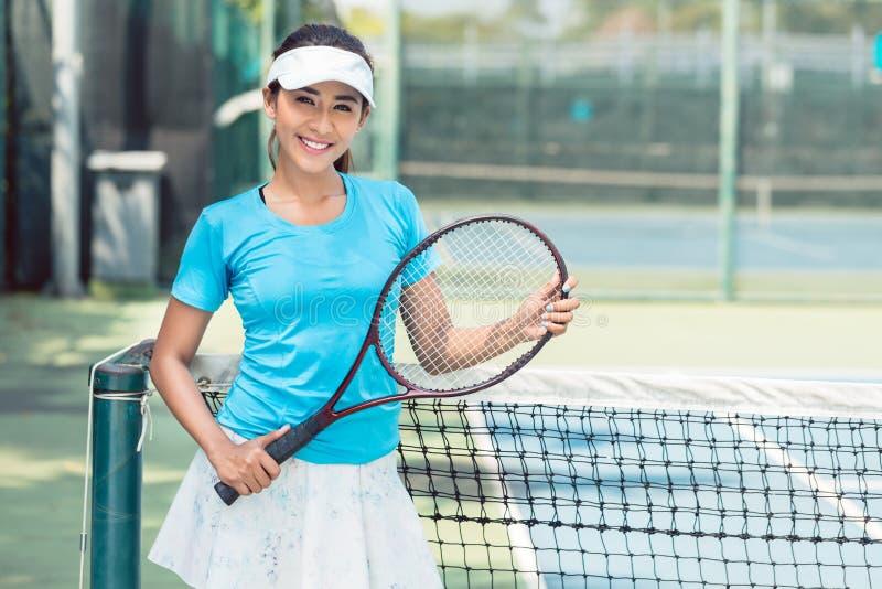 Ritratto di bello e tennis asiatico competitivo fotografia stock