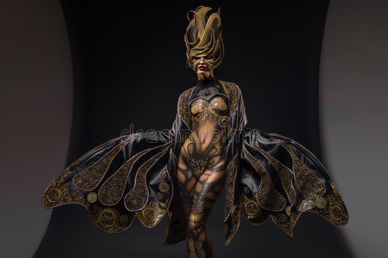 Ritratto di bello modello con body art di fantasia immagini stock