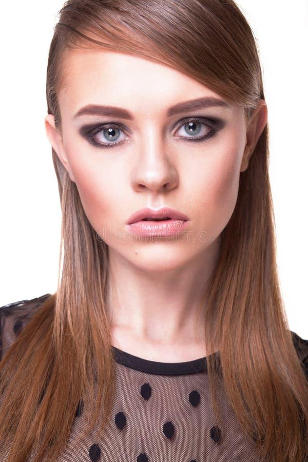 Ritratto di bello modello di moda con trucco immagine stock