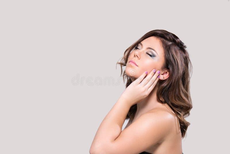 Ritratto di bello modello femminile immagine stock libera da diritti