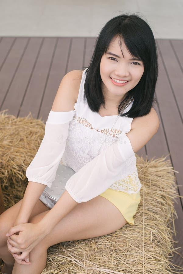 Ritratto di bello primo piano asiatico della giovane donna fotografia stock libera da diritti
