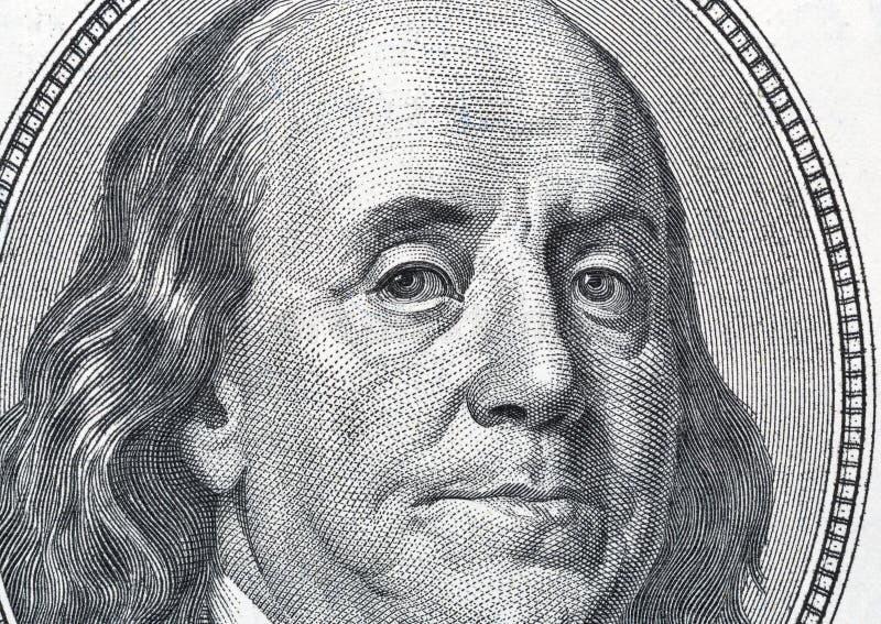 Ritratto di Benjamin Franklin su cento primi piani della banconota in dollari fotografia stock libera da diritti