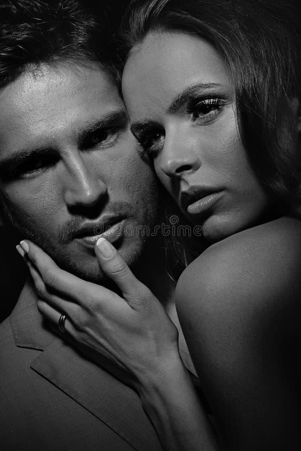 Ritratto di Black&white delle coppie sensuali immagine stock libera da diritti
