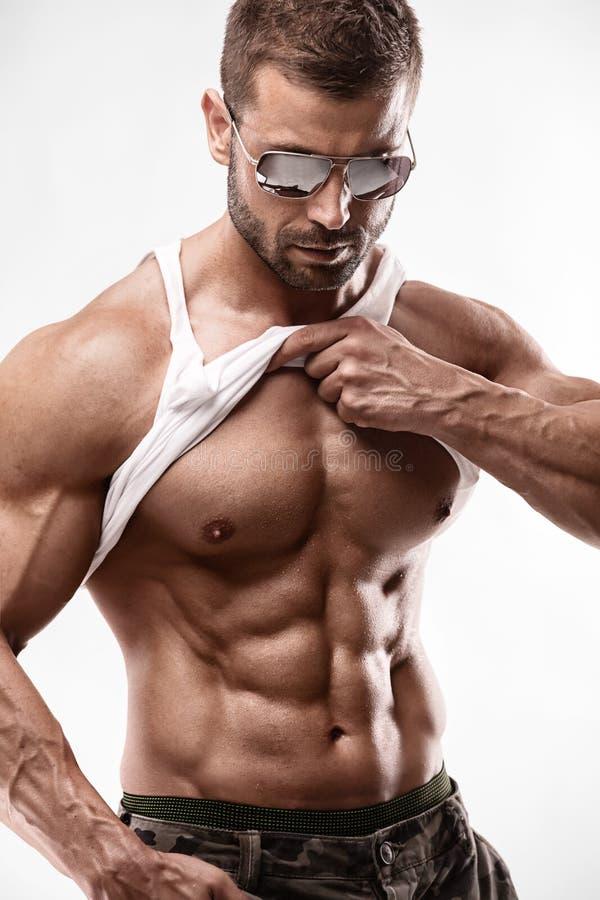 Ritratto di forte uomo atletico di forma fisica fotografie stock libere da diritti