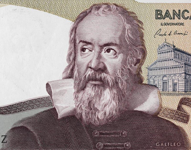 Ritratto di Galileo Galilei sull'Italia 2000 clos 1983 della banconota della Lira immagine stock