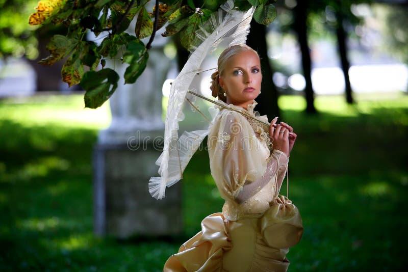 Ritratto di giovane bella sposa fotografia stock