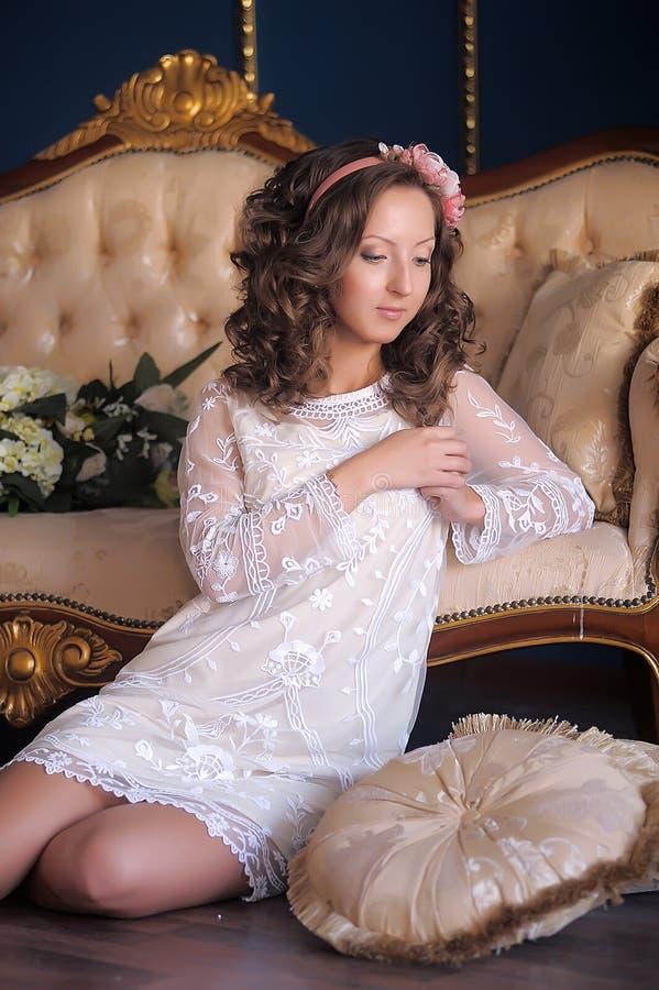 Ritratto di giovane brunette immagine stock