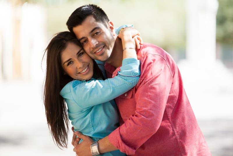 Ritratto di giovane coppia ispana immagine stock libera da diritti