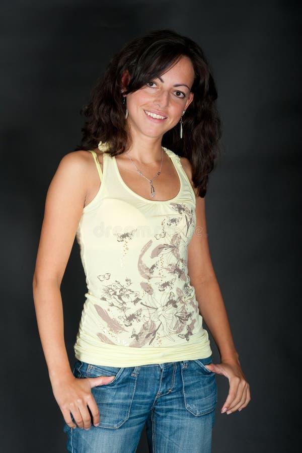 Ritratto di giovane donna dark-haired immagini stock libere da diritti