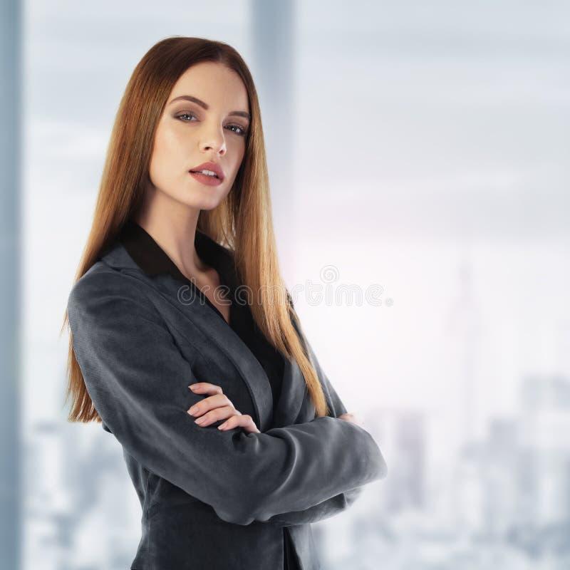 Ritratto di giovane donna di affari immagini stock libere da diritti