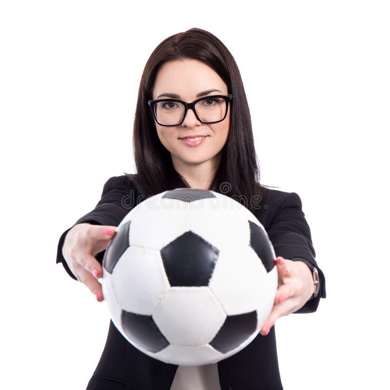 Ritratto di giovane donna di affari con pallone da calcio isolato su wh fotografie stock