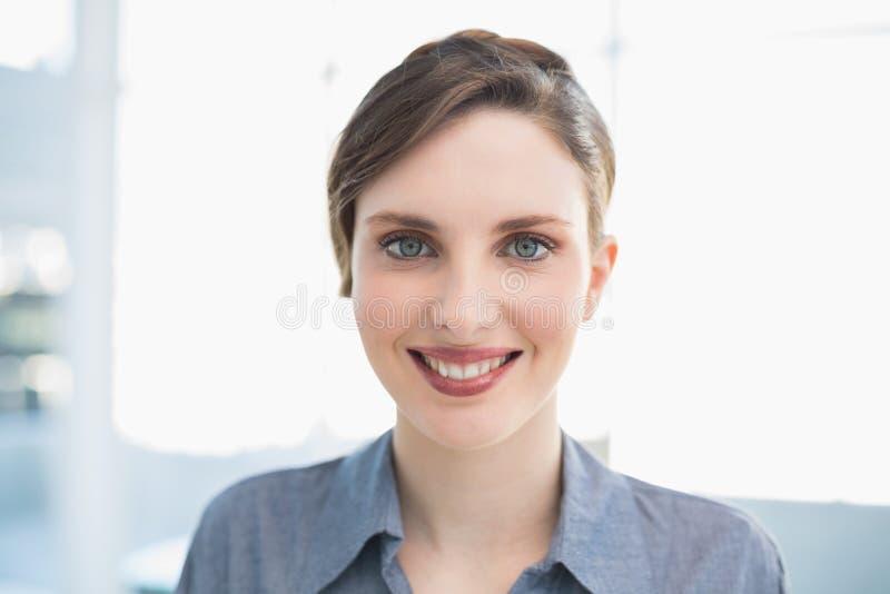 Ritratto di giovane donna di affari splendida immagine stock libera da diritti