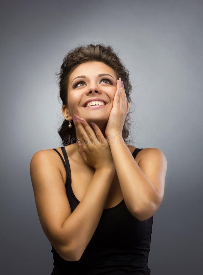 Ritratto di giovane donna felice immagine stock libera da diritti