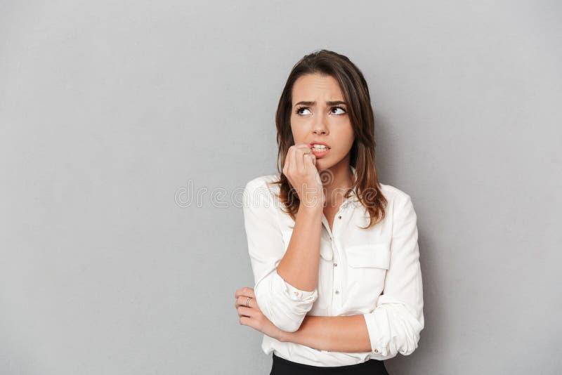 Ritratto di giovane donna preoccupata di affari immagine stock